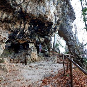 Intrarea în peștera Colțul Chiliilor.